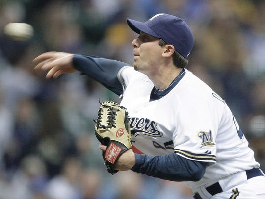 Milwaukee Brewers relief pitcher Mark DiFelice throws
