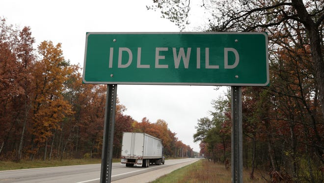 Traffic along U.S. 10 drives past a sign for Idlewild.