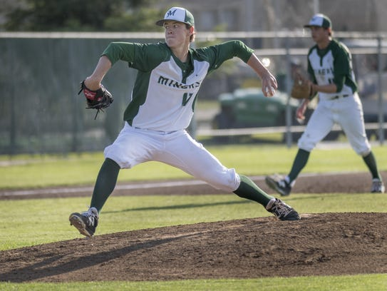 El Diamante's Mason Garispe pitches against Redwood