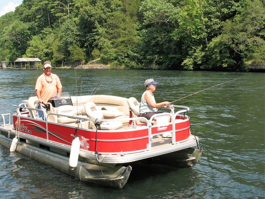 636375217444568205-17-Guide-Kevin-Attendorn-using-party-barge.JPG