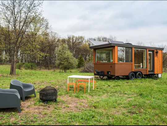 This tiny house vacation house is in walking distance