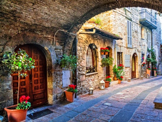 11 secret Italian villages to visit before the crowds do