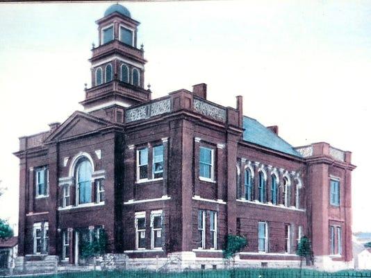 courthouse 1900.jpg