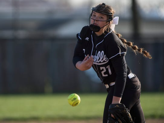 Boonville's pitcher Ariel Thomasson (21) pitches against