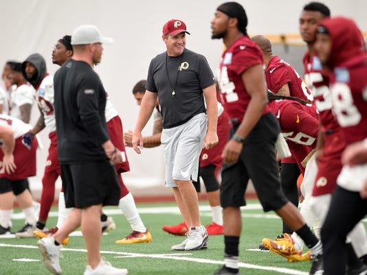The_Gruden_Brothers_Football_51634.jpg