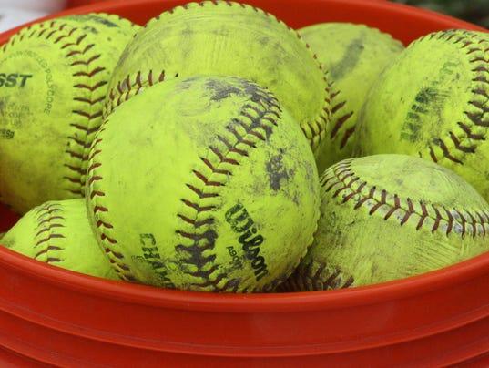 635689534969321132-softballs