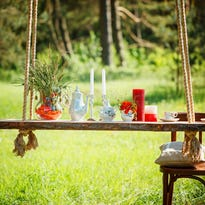 Whether you're hosting a wedding reception, a family reunion or a birthday party, you'll want to make the backyard get together memorable. Here are some quick DIY ideas to help you get ready for a fun, stress-free gathering.