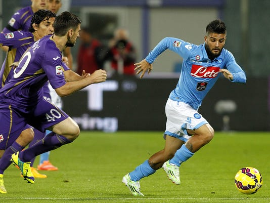 Napoli s Lorenzo Insigne, right, is chased by Fiorentina's Nenad Tomovic during a Serie A soccer match at the Artemio Franchi stadium in Florence, Italy , Sunday, Nov. 9, 2014. (AP Photo/Fabrizio Giovannozzi)