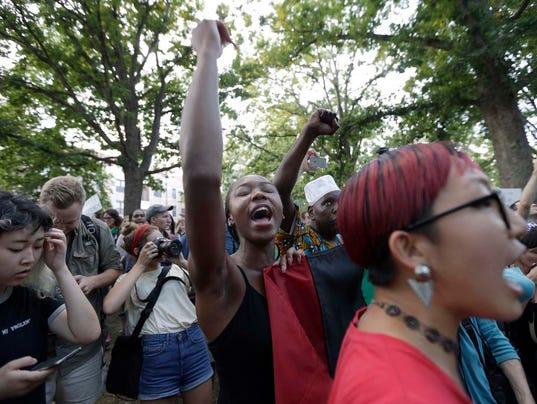 636390674632370917-Confederate-Monument-Protest-North-Carolina-2-.jpg