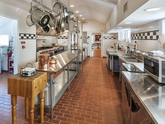 636579090171347740-107-N-Broadway-St.-kitchen.jpg