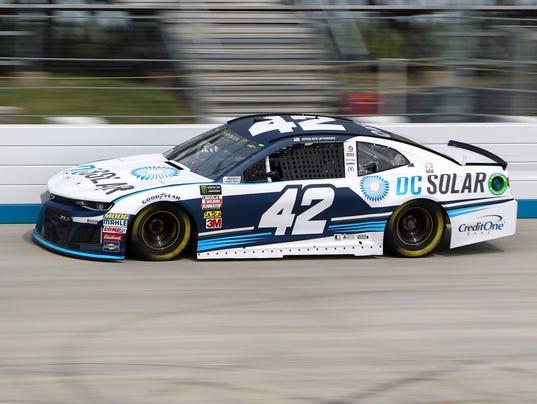 Kyle-Larson-wins-pole.