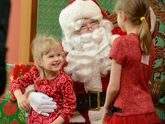 636478318744785004-20171202-morning-santa-brentwood-001.jpg