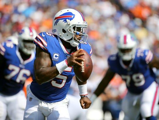 Bills quarterback Tyrod Taylor rolls to his right to