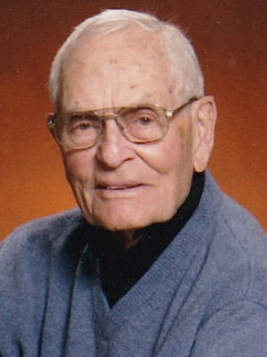 Robert Packard Martin was born November 11, 1920 in Roswell, New Mexico to Merrill C. and Lillian Herring Martin.