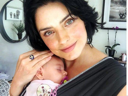 Aislinn Derbez dio a luz a su hija Kailani el 25 de