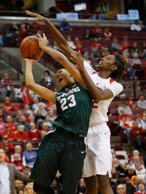 Michigan State's Aerial Powers, left, tries to shoot as Ohio State's Alexa Hart defends during the first half of a contest last week.  Powers has opened Big Ten play with back-to-back double-doubles.