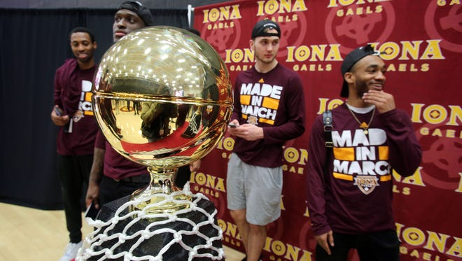 The Iona men's and women's basketball teams returned to the college as MAAC champions, March 8, 2016 in New Rochelle. Iona became the first MAAC school since 2003 to win both titles and accomplished the feat for the first time in school history.