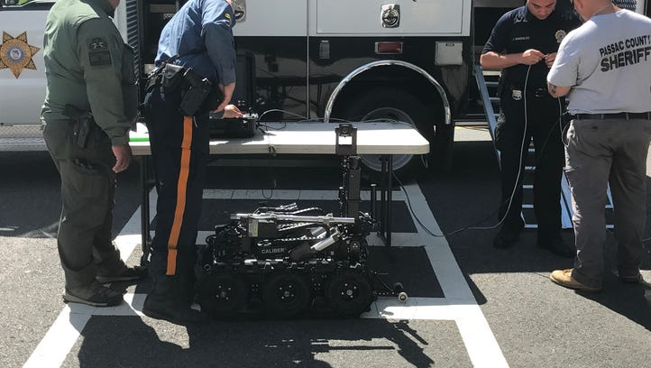 Passaic County bomb squad responds to suspicious package