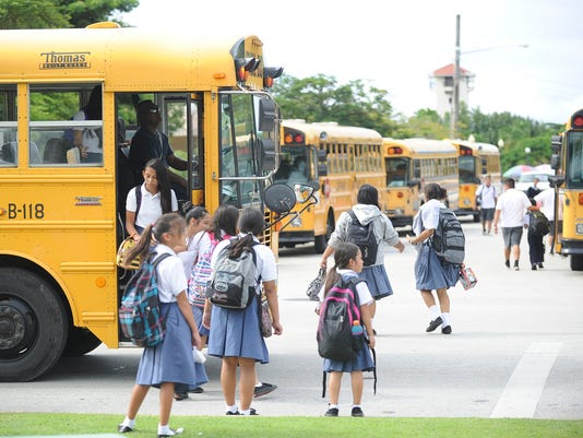 635752894555921448-school-buses