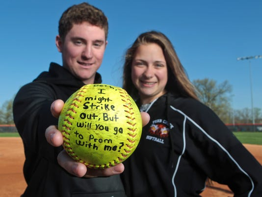 042114promposal-softball