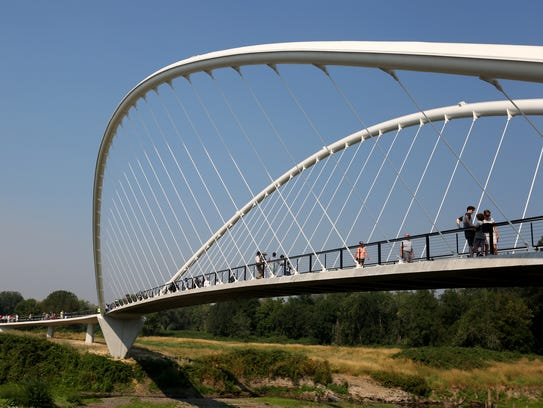 The Willamette Valley Marathon, Half-Marathon and Half-Marathon Relay will highlight Salem landmarks including the Oregon State Capitol and The Peter Courtney Minto Island Bridge.