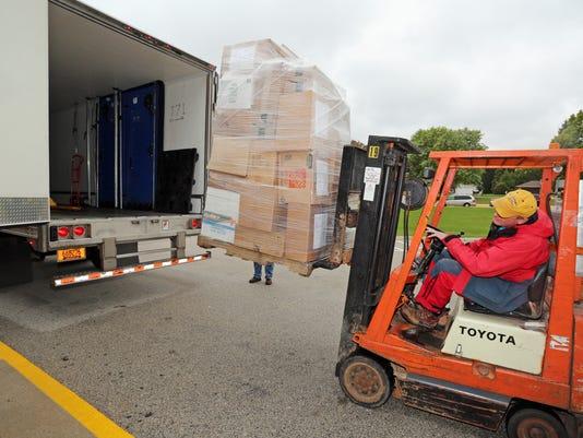 636108485395448795-she-n-Plymouth-helps-Louisiana0930-gck-01.JPG