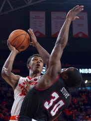 Clemson forward Donte Grantham (32) scored his 1,000th