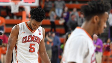 FBI probe alleges Clemson's Blossomgame, South Carolina's Dozier took money from agents