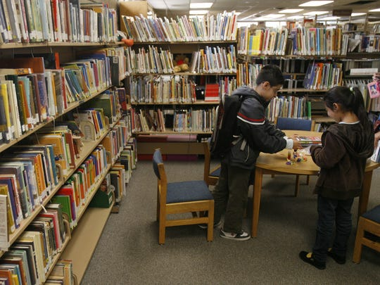Children at the Desert Hot Springs library in 2010.