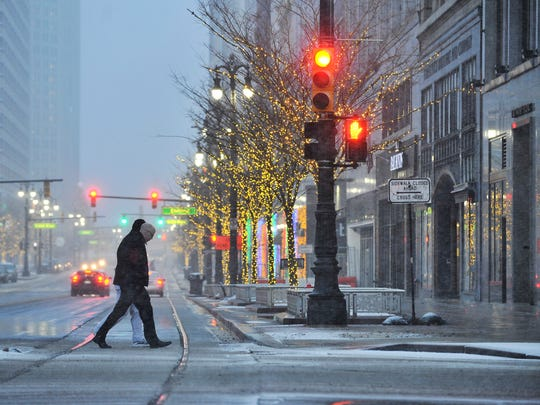 Detroit and Ann Arborareexpected to receive between 1 to 2 inchesof snow, Pontiac around 3 inchesby Sunday morning, the weather service predicts.