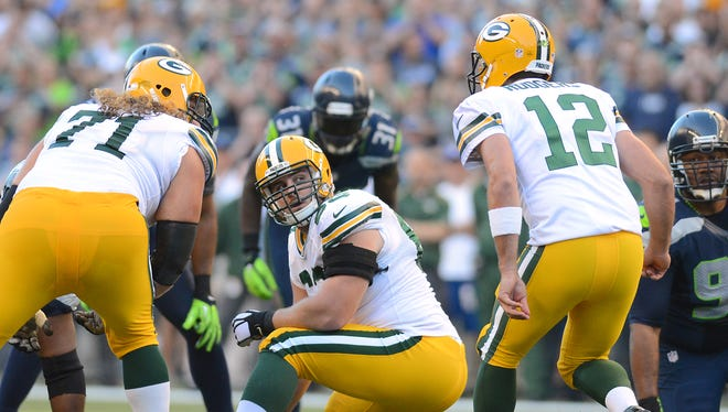 Packers center Corey Linsley looks back at quarterback Aaron Rodgers for signals against the Seahawks.