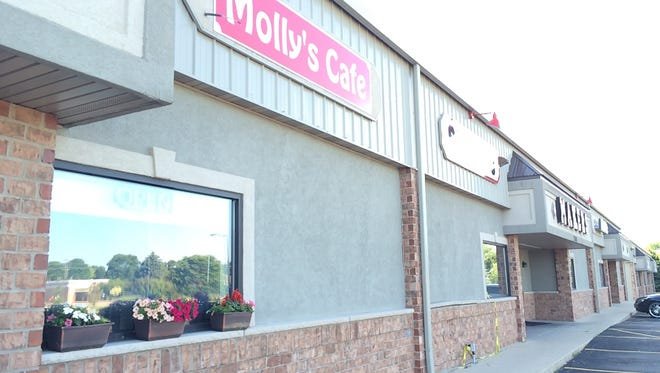 Molly's and Makers, adjacent restaurants in Kimberly, will merge on July 1.