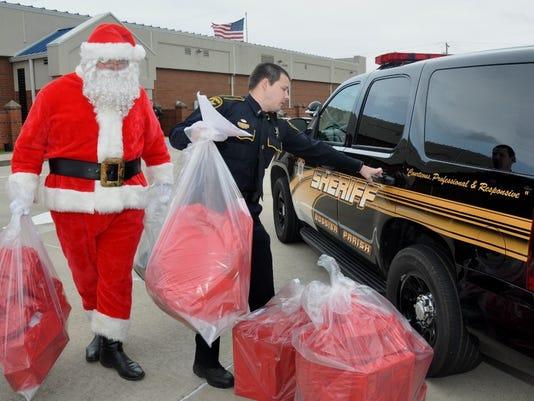 635549483557770337-5.Deputy-Santa-Loading