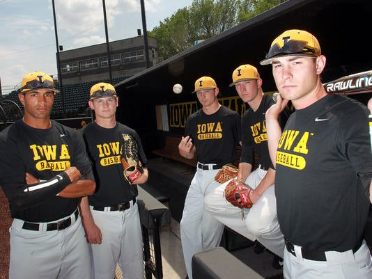 IOW 0512 iowa baseball seniors 01.jpg