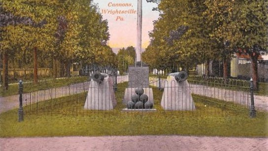 This vintage postcard of Wrightsville's monument to