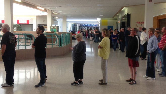 People wait in line to cast their votes at Washington Square Mall in 2015.