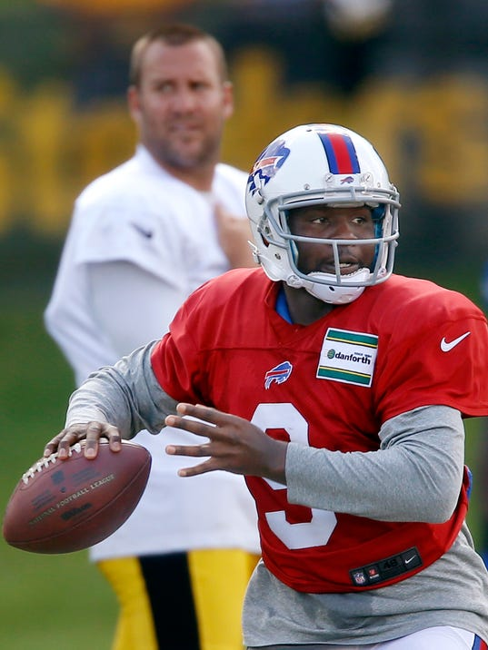 Pittsburgh Steelers quarterback Ben Roethlisberger, top, watches as Buffalo Bills quarterback EJ Manuel (3) looks to pass a  during a combined NFL football training camp session in Latrobe, Pa. on Wednesday, Aug. 13, 2014 . (AP Photo/Keith Srakocic)