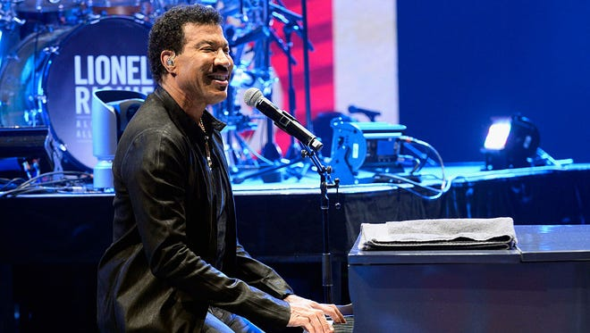 Lionel Richie performs  during SiriusXM's Town Hall Series hosted by Dave Grohl at The AXIS at Planet Hollywood Resort & Casino on May 5, 2016 in Las Vegas, Nevada.
