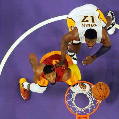 Los Angeles Lakers center Roy Hibbert (17) and Indiana