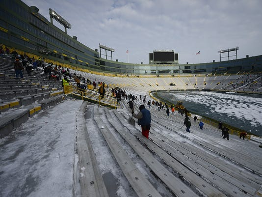 ES_GPG_Shoveling at Lambeau Field_11.29.14