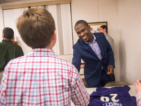 Ravens running back Justin Forsett shakes hands with fans at Hanover Rotary Club Sports Night Tuesday.