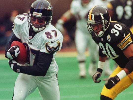 Baltimore Ravens Qadry Ismail (87) hauls in a first