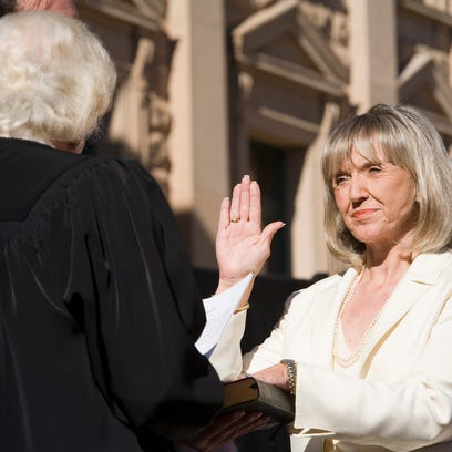 Secretary of State Jan Brewer takes the oath of office