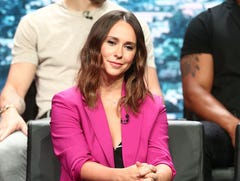Jennifer Love Hewitt makes a '9-1-1' call as the 'Party of Five' star reunites with Fox