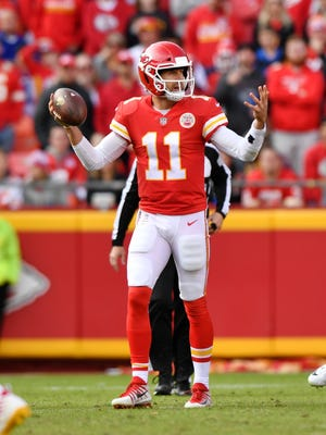 KANSAS CITY, MO - NOVEMBER 26: Quarterback Alex Smith #11 of the Kansas City Chiefs is visibly frustrated after a play against the Buffalo Bills during the second half of the game at Arrowhead Stadium on November 26, 2017 in Kansas City, Missouri. ( Photo by Peter Aiken/Getty Images )