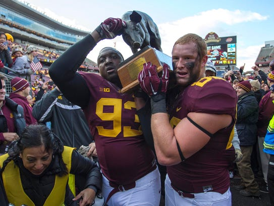 Minnesota defensive lineman Ben Perry (93) and tight