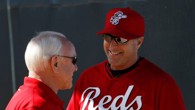 Reds manager Bryan Price, right, chats with GM Walt Jocketty in Goodyear in February.
