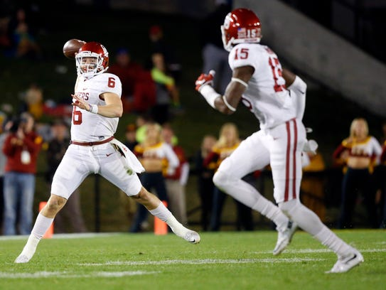 Oklahoma's Baker Mayfield (6) makes a pass during a