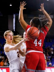Riverdale's Jalyn Holcomb (23) passes around a Ravenwood defender during a 2018 Class AAA state tournament game. Holcomb committed to Lipscomb University Thursday.