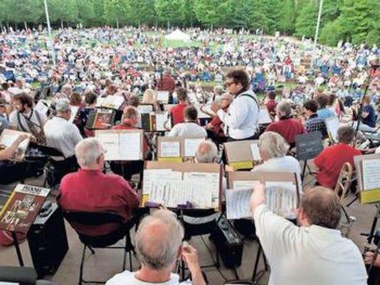 636604221271105666-lakeside-concert.jpg